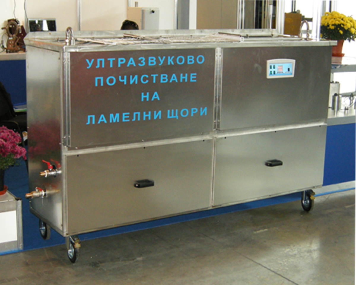 Ultrasonic cleaner for blinds cleaning