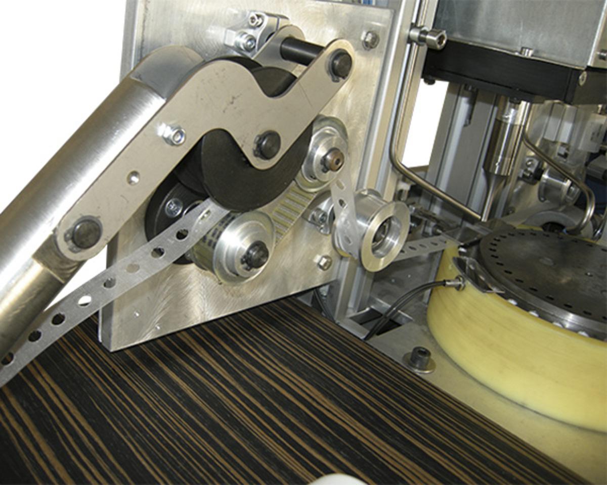 Машина за производство на пянообразуващ елемент за помпи